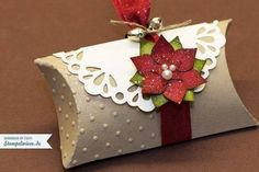 Christmas pillow box : pillow box stampin-up poinsettia -> stempelwiese. Stampin Up Christmas, Christmas Tag, Christmas Crafts, Christmas Decorations, Christmas Entryway, Christmas Favors, Xmas, Christmas Trees, Pillow Box