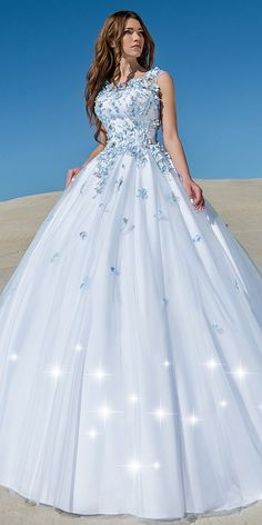 Junoesque Tulle Scoop Neckline Ball Gown Wedding Dress With Lace Appliques & Handmade Flowers & Beadings