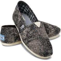 TOMS Vegan Classic Canvas Passport Black Slip-On Women 6.5 (215 BRL) ❤ liked on Polyvore featuring shoes, flats, men, sneakers, women, flat slip on shoes, canvas flat shoes, slip on shoes, toms flats and black flats
