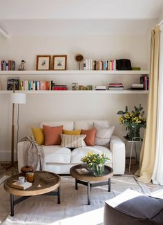 Gorgeous 47 Neat and Cozy Living Room Ideas for Small Apartment kleine wohnung wohnzimmer Gorgeous 47 Neat and Cozy Living Room Ideas for Small Apartment Living Pequeños, Small Living Rooms, Home And Living, Living Room Designs, Modern Living, Living Room No Tv, Living Room Wall Shelves, Bedroom Small, Modern Room