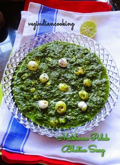 How to make Phool Makhana Bathua Palak Saag   Winter Special Saag Recipe - Roasted fox nuts in spicy Spinach & Bathua Puree   saag, foxnuts, puffed lotus seeds, palak saag, phool makhana, Winter special Indian recipes, Garlic recipe, Indian food blogger, healthy recipes