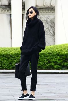 All black outfit / Street style fashion / fashion week week Look Fashion, Fashion Details, Korean Fashion, Net Fashion, Fashion Black, Fashion Ideas, Trendy Fashion, Womens Fashion, Korean Street Fashion Urban Chic