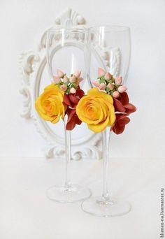 Купить Свадебные бокалы украшенные цветами из полимерной глины - бокалы для свадьбы, бокалы для молодоженов, Бокалы