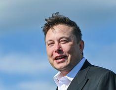 Elon Musk (Foto: Reprodução/Instagram)  O bilionário Elon Musk prometeu na última quinta-feira (21) um prêmio de 100 milhões de dólares (aproximadamente R$ 547 milhões) para quem desenvolver a melhor tecnologia para capturar as emissões de dióxido de carbono no planeta. saiba mais Em seu primeiro tuíte, chefe da Volkswagen dá alfinetada em Elon Musk Elon Musk volta a prometer Teslas a 25 mil dólares e