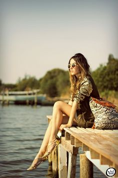 . vestido|dress: BlackFive casaco|coat: don't remember (if you know leave me a comment!) sunglasses: ChilliBeans mochila|backpack: Amaro sapatilha|flats: iloveflats .  Sexta feira e o look du jour...