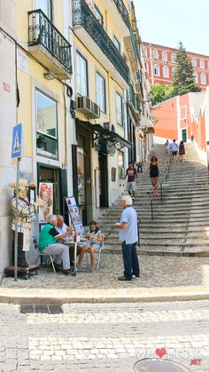 Happy, warm and friendly, Lisbon is an amazing European capital that offers you her best almost for nothing. Just give her a little of your time to wander around, listening to her sounds, gazing at her colours and admiring her shapes.