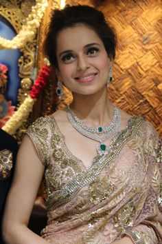 Kangana in lovely saree Diamond Tennis Necklace, Diamond Pendant Necklace, Diamond Jewellery, Gold Jewelry, Indian Diamond Necklace, Dimond Necklace, Diamond Choker, Onyx Necklace, Gold Bangles
