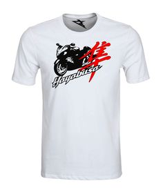 T-Shirt HAYABUSA WHITE  Koszulka damska i męska, wykonana ze 100% wysokogatunkowej bawełny czesanej z nadrukiem w technologii termotransferowej.  Ze względu na swoją wytrzymałość świetnie nadaje się jako odzież na motocykl, jak również do użytku codziennego. Nadruk nie schodzi po praniu! JAKOŚĆ SYGNOWANA ZNAKIEM GROMOTTO ! Materiał: 100 % wysokogatunkowa bawełna czesana. Rodzaj nadruku: najwyższej jakości termotransfer. DOSTĘPNE WSZYSTKIE ROZMIARY MĘSKIE I DAMSKIE WYSYŁKA  GRATIS !!!
