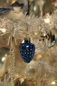 beautiful decorations - love the blue glass pine cone.