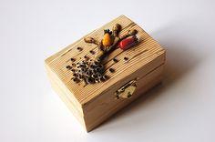 Jana Kocourková - krabička s imitací dřeva a dalších přírodnin podle workshopu Andrey Zajacové z 2.ročníku Polymerové školy online