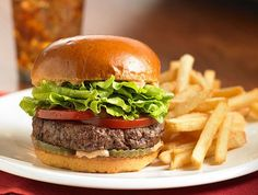 Today is Burger Day! is your excuse to indulge in a juicy burger! Go grab one or two! Roast Beef Burger, Chocolate Gelato Recipe, Rihanna, Beyonce, Original Burger, Burger Specials, American Burgers, Fast Food Items, Burger And Fries