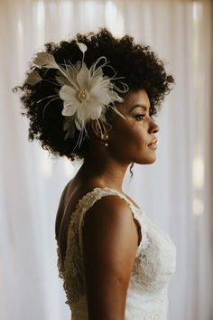 {editorial sublime} inspirao para beleza negra top 10 wedding hairstyles for curly hair wedding weddinginspo inspo bridetobe bride flowers soft shiny silky and well groomed hair is our dream however curly hair hairstyles Wedding Hair And Makeup, Wedding Beauty, Wedding Hair Accessories, Hair Makeup, Bridal Beauty, Cabello Afro Natural, Pelo Natural, Afro Wedding Hairstyles, Afro Hairstyles
