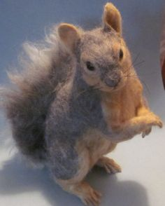 needlefelted fox squirrel So far beyond my level that I wouldn't even dream of it - at first thought this was a cute photo of a real squirrel!!!