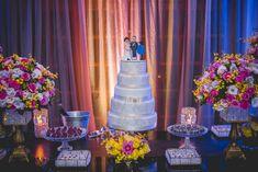 Decoração de casamento com flores em cor de rosa, amarelo e branco.