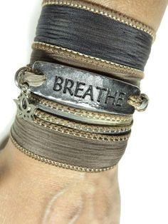 Écharpe en soie Bracelet Lotus Yoga Wrap Bohème Bracelet par HVart