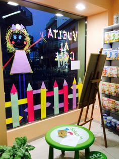 Vuelta al colé Kids Store Display, Preschool Activities, Back To School, Window, Table Decorations, Shop, Ideas, Home Decor, Stationery Shop