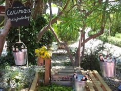 Decoración con cajas de #madera y cubos de metal #boda #wedding #decoracion #inspiracion