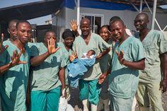 Liberia celebra hoy 42 días sin nuevas infecciones por Ébola, un hecho que marca el fin de la epidemia en África Occidental. Médicos Sin Fronteras (MSF) hace un llamamiento a la comunidad sanitaria internacional para que aplique las lecciones aprendidas y estar así mejor preparados para futuros brotes. MSF mantiene su presencia en Liberia, Sierra Leona y Guinea a través de clínicas de apoyo para supervivientes de Ébola.