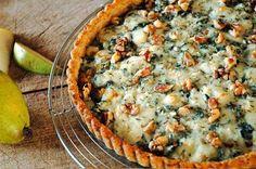 Quiches, Roquefort Cheese, Savory Tart, Savoury Pies, Onion Tart, Pear Tart, Winter Vegetables, Looks Yummy, Cake