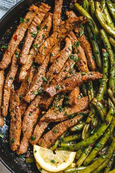 Garlic Butter Steak and Lemon Green Beans Skillet - So addicting! The flavor combination of this quick and easy one pan dinner is spot on! Healthy Tasty Food, Healthy Quick Dinners, Quick Recipes For Dinner, Yummy Dinner Ideas, Easy Beef Recipes, Meal Prep Recipes, Easy Dinner Meals, Healthy Delicious Recipes, Dinner Ideas Healthy