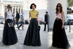 H μαύρη μάξι φούστα