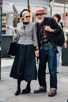 Men& fashion week in London- Männermodewoche in London Street style in every age - Fashion Couple, Look Fashion, Womens Fashion, Fashion Trends, Ladies Fashion, Fashion Ideas, Fashion Black, Fashion Pictures, Unique Fashion