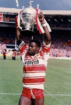 Martin Offiah - Wigan Warriors, Rugby League. Rugby League, Rugby Players, Wests Tigers, National Games, Olympic Games Sports, Rugby Men, Sports Personality, Wrestling Shoes, Beefy Men