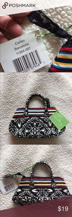 {Vera Bradley} BNWT mini purse. Caitlyn Barcelona The cutest brand new with tags Vera Bradley mini purse!!! Perfect for your little daughter or to give to someone as a Christmas present!! Act fast! Soo cute! Vera Bradley Bags Mini Bags