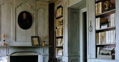 Eye For Design: Decorate With Grey And White For French Style Interiors Grey And White Room, Grey Room, White Rooms, Weathered Furniture, Weathered Wood, French Grey, French Style, Gray Interior, Interior Design