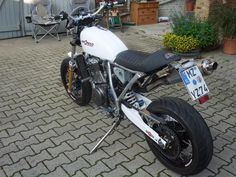 Suzuki Dr 750 / 800 Cafemoto ...very close to what I want to do to my H2 750