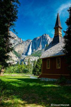 Yosemite: Yosemite Chapel at the Base of Yosemite Falls