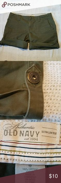 Old Navy Army green cuffed bottom shorts The shorts have been worn a few times but are in excellent preowned condition. The waist measures 18.5 inches across, there is a 9.5 in Drive, and the inseam is 7 inches while rolled. Old Navy Shorts