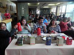 En Ushuaia, una sommelier dio una cátedra abreviada de yerba mate y puso a prueba los conocimientos de quienes creen saber cómo se prepara la infusión más popular del país. Mitos revelados en degustación extravagante