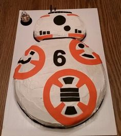 star wars - Novelty & More: Clothing, Shoes & Jewelry Bolo Star Wars, Star Wars Bb8, Star Wars Cake, Star Wars Cupcakes, Star Wars Party, Star Wars Birthday Cake, Birthday Cakes, 6th Birthday Parties, 8th Birthday