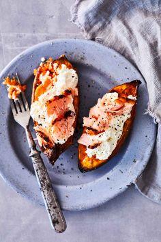 Helppo uuniruoka – katso ohjeet   Meillä kotona Avocado Egg, Avocado Toast, Grill Pan, Chorizo, Salmon Burgers, Baked Potato, Grilling, Cooking, Breakfast