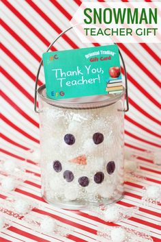 Christmas is right around the corner, so it's time to get ahead of the game and start thinking of teacher gifts. This snowman teacher gift . Draw A Snowman, Snowman Faces, Christmas Snowman, Christmas Crafts, Individually Wrapped Candy, Holiday Candy, Diy Wedding Projects, Candy Gifts, School Parties