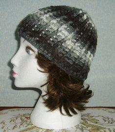 Lady's grey ribbed crochet hat ref 473 £6.00