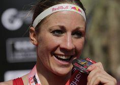 05.12 La Soleuroise de 28 ans Daniela Ryf est devenue la première triathlète de l'histoire à remporter la «Triple Crown» et le million de dollars de bonus qui récompense cette performance.Photo: AP/Hasan Jamali