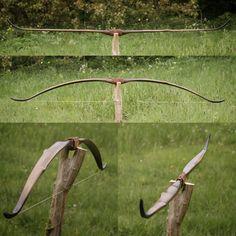 Bow And Arrow Diy, Diy Bow, Archery Gear, Archery Bows, Traditional Bow, Traditional Archery, Survival Weapons, Survival Skills, Archery Accessories