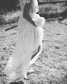"Ivory Tribe (@ivorytribe) på Instagram: ""Sweet steps.  #weddedwander #floatyfemme #ivorytribe pic @katie_harmsworth gown @lover"""