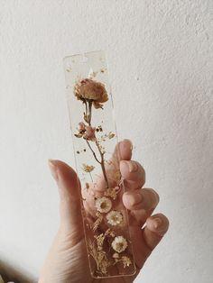 Diy Resin Art, Diy Resin Crafts, Diy Art, Diy And Crafts, Arts And Crafts, Paper Crafts, Pressed Flower Art, Deco Floral, Cute Crafts