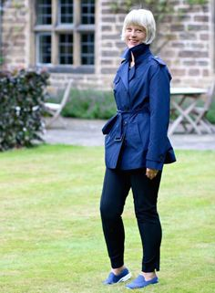Winserlondon summer trench with collar up Fashion Beauty, Women's Fashion, Fashion Trends, Look Chic, Trench Coats, Suits You, Fashion Advice, 50th, That Look