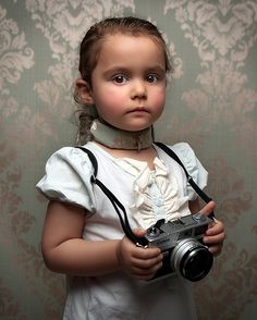 Toddlers are cute and their photographs are even cuter. In this post we bring you 22 Cute Toddler Pictures that Are Really Adorable. Conceptual Photography, Fine Art Photography, Stunning Photography, Photography Ideas, Cute Toddlers, Cute Kids, Toddler Pictures, Beautiful Little Girls, Robert Doisneau