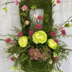 French Country Wreath - Become a Confident Floral Designer. Learn to love the art of floral design, by creating with your own hands. Access to the Design School opens soon. Be the first in line!