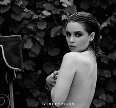 game of thrones emilia clarke topless violet grey