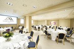 Salón de banquetes Conference Room, Table Decorations, Furniture, Home Decor, City, Restaurants, Homemade Home Decor, Meeting Rooms, Home Furnishings