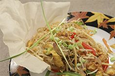 Noodles with vegetables Asian Recipes, Ethnic Recipes, Street Food, Noodles, Favorite Recipes, Rooms, Chicken, Meat, Vegetables