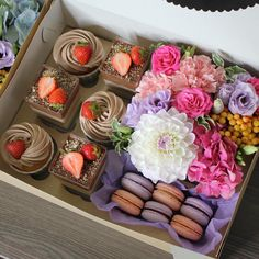 Cake Flower Basket Gift Ideas 28 Ideas For 2019 Food Bouquet, Candy Bouquet, Flower Box Gift, Flower Boxes, Flower Basket, Christmas Gifts For Him, Valentines Gifts For Him, Dessert Packaging, Edible Bouquets