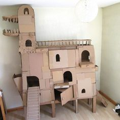One creative guy named Sam just took cardboard cat houses to the next level. He gifted his favorite pet – Dinni, a home made cardboard tower, held by hot glue. Sam provided the cat building with stepping planks ready to be pulled out, ramps, sliding windows and some storage draws for pet's toys. #Design #pets #DIY #cats #houses