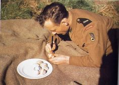 Polish Armoured Division Scotland 1943 Gosford House, April A relaxing moment, a bombardier of motoriesed artillery pains Easter. Armed Forces, Division, World War, Wwii, Poland, In This Moment, History, Humor, Easter Eggs